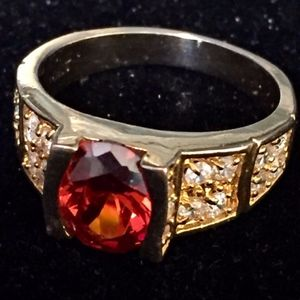 Jewelry - 10K gold ring w/ amber color stone &crystal